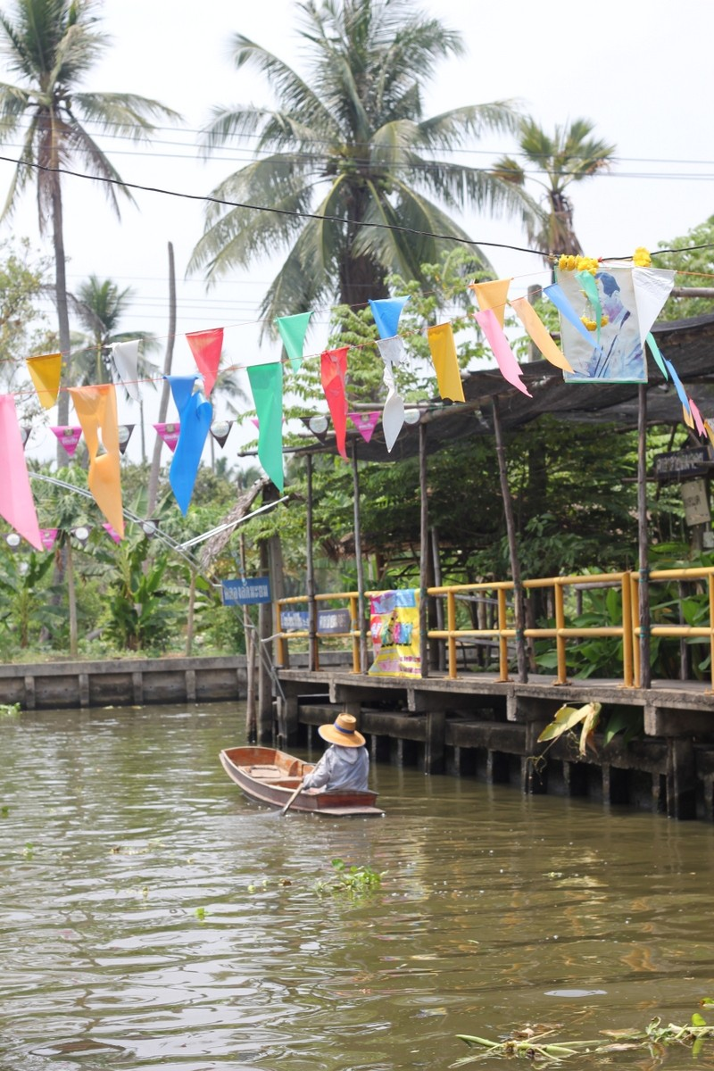 Khlong Lat Mayom - a floating market at weekend and a cooking school, three times a month