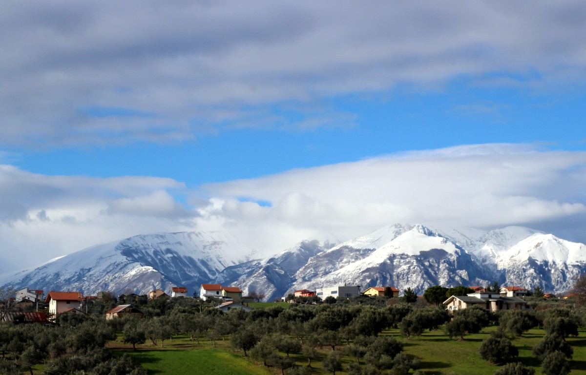 The morning view over  the Maiella from Agriturismo Caniloro in Abruzzo