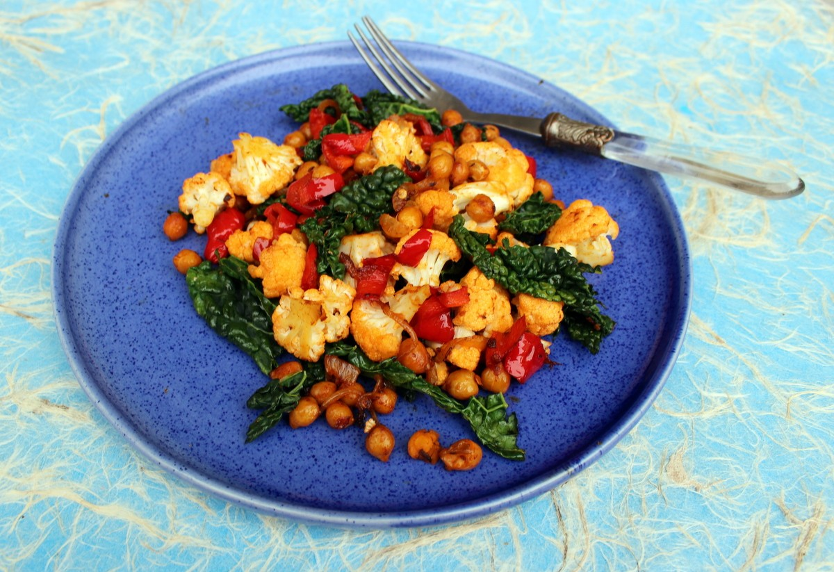 Spiced Chickpeas with Cauliflower, Red Pepper and Kale